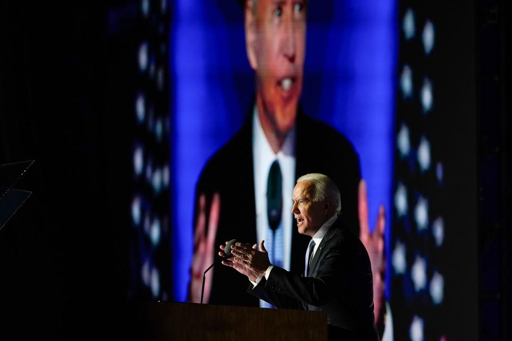 O presidente eleito dos EUA, Joe Biden, durante o discurso da vitória em Delaware, neste sábado (7) — Foto: Carolyn Kaster/AP Photo