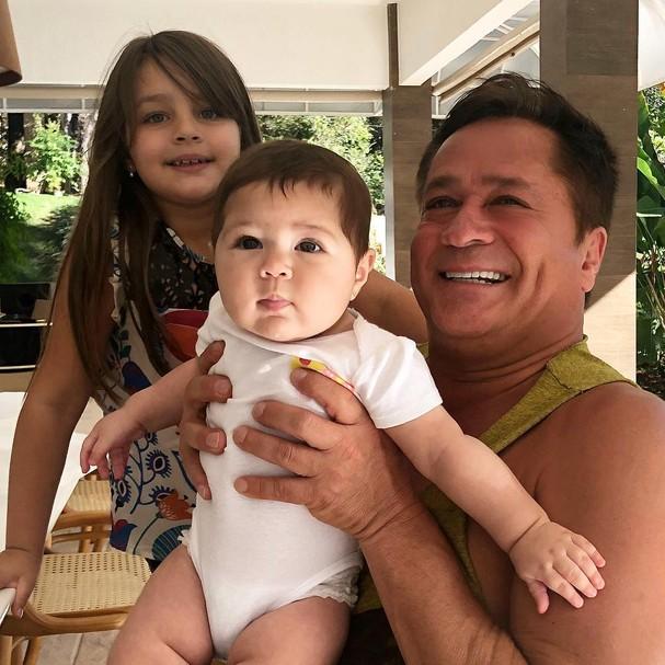 Leonardo e família (Foto: Instagram/Reprodução)