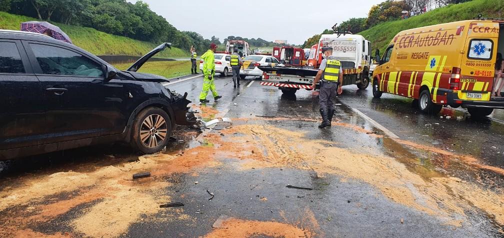 Engavetamento de quatro veículos na Bandeirantes, em Sumaré (SP), mobilizou diversas equipes de resgate — Foto: Polícia Militar Rodoviária/4º BPRv