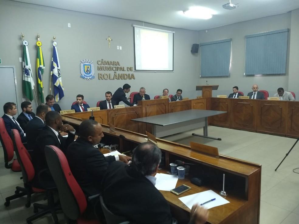 Julgamento na sessão da Câmara de Vereadores de Rolândia durou mais de cinco horas — Foto: Vanessa Navarro/RPC