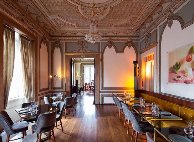 Os detalhes dourados e barrocos fazem parte de todo o interior (Foto: Alexander Bogorodskiy/ Designboom/ Reprodução)