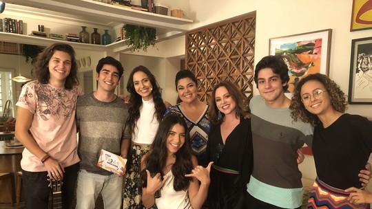 Elenco de 'Vidas Brasileiras' canta 'Evidências' ao lado de Fabiana Karla no #MalhaçãoAoVivo