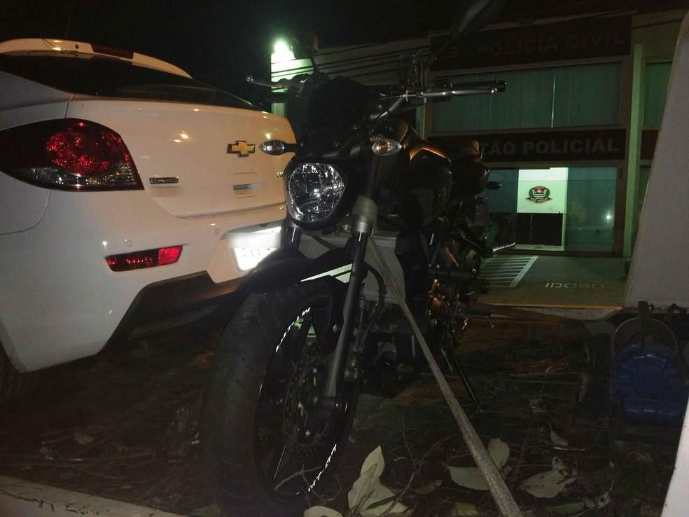 Cristian Cravinhos cogitou vender a moto para dividir o dinheiro com os PMs em Sorocaba — Foto: Carlos Dias/G1