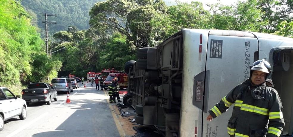 Adolescentes foram socorridos pelos bombeiros e pelo Samu — Foto: Bombeiros/Divulgação
