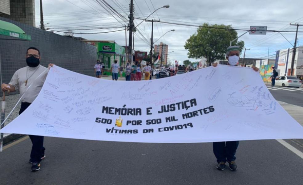 Memória de vítimas são lembras durante caminhada em Aracaju — Foto: Kedma Ferr/TV Sergipe