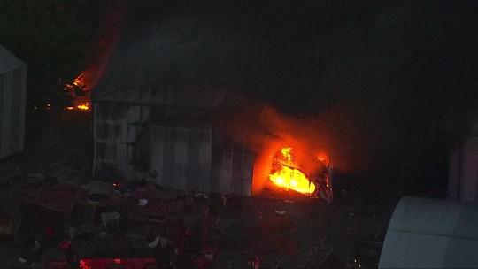 Incêndio atinge escola de samba na Zona norte de São Paulo