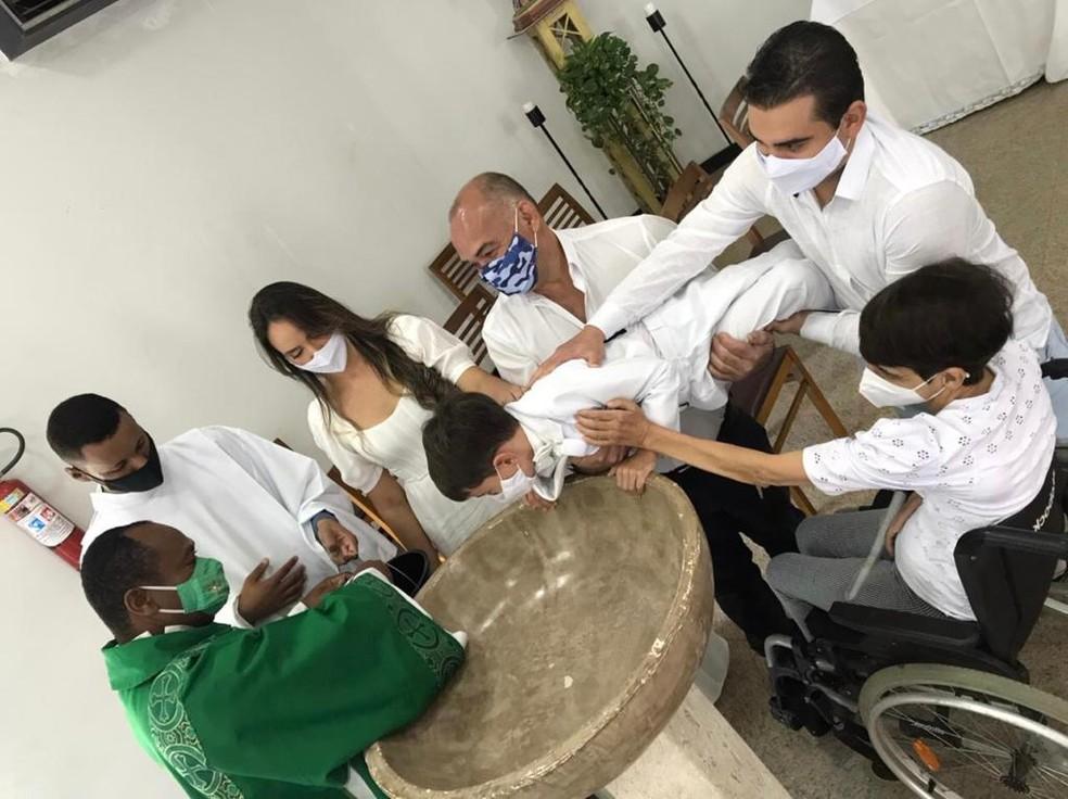 Davi foi batizado em Vitória da Conquista — Foto: Arquivo Pessoal