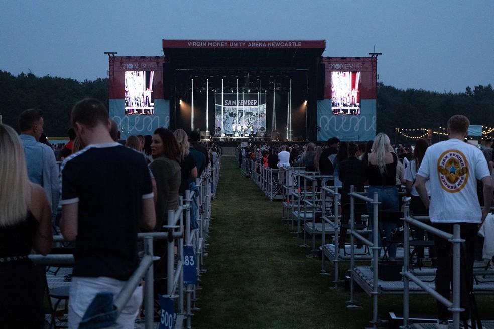 Show de Sam Fender em Newcastle, na Inglagerra, com público em 'cercas' — Foto: Divulgação / Virgin Arena / David Wala