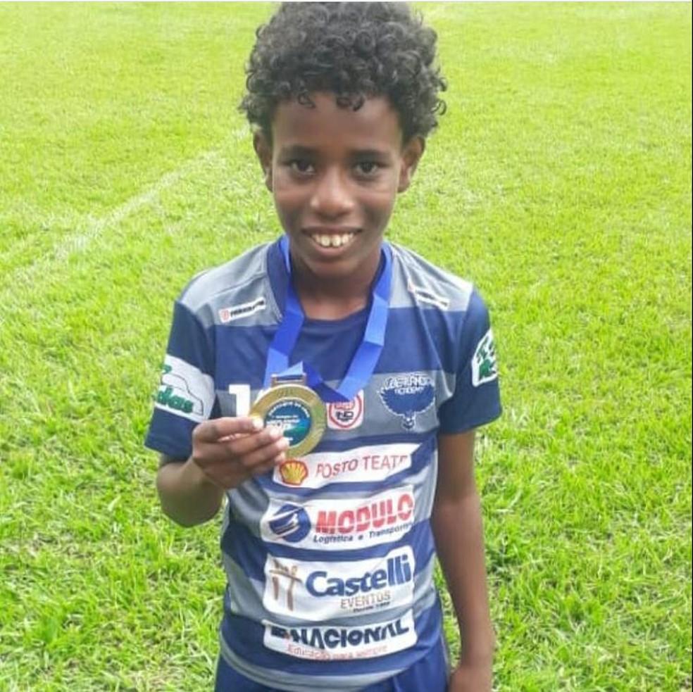 Santos convida garoto de 11 anos vítima de racismo em jogo de futebol para  teste em 2021 | santos | ge