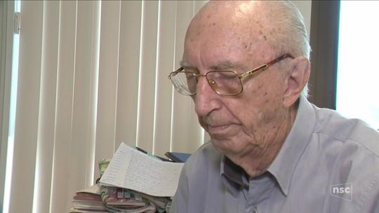 Funcionário completa 80 anos de trabalho na mesma empresa em Brusque