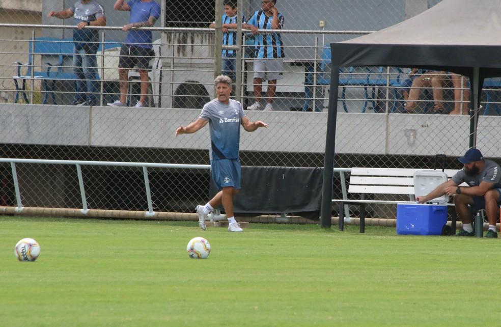 Renato mantém dúvidas no Grêmio para o Gre-Nal — Foto: Lucas Bubols