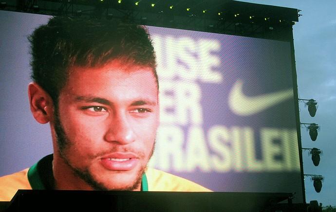 Neymar telão camisa Seleção apresentação (Foto: Cintia Barlem)