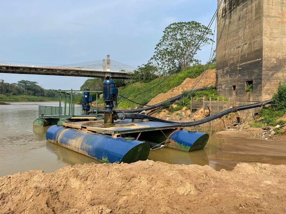 Depasa instala bombas mais potentes para captação de água devido à seca do Rio Acre na capital— Foto: Ana Paula Xavier/Rede Amazônica Acre