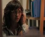 N segunda-feira (27), Amanda (Camila Márdila) vai voltar para o Brasil | Reprodução