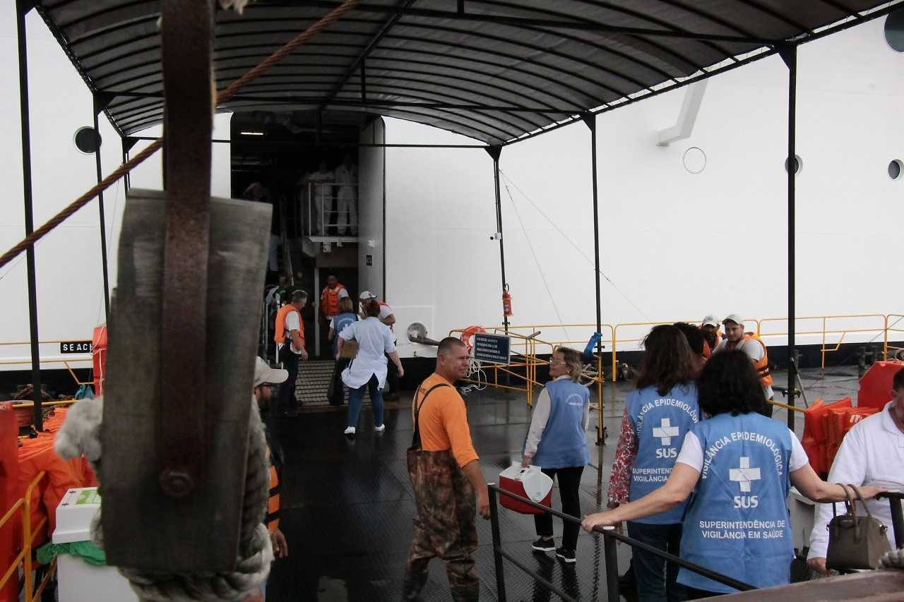 Funcionários de atracadouro em SC são vacinados contra sarampo após contato com tripulantes de navio