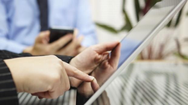 Economizar com serviços na hora de começar uma empresa é sempre importante (Foto: Thinkstock)