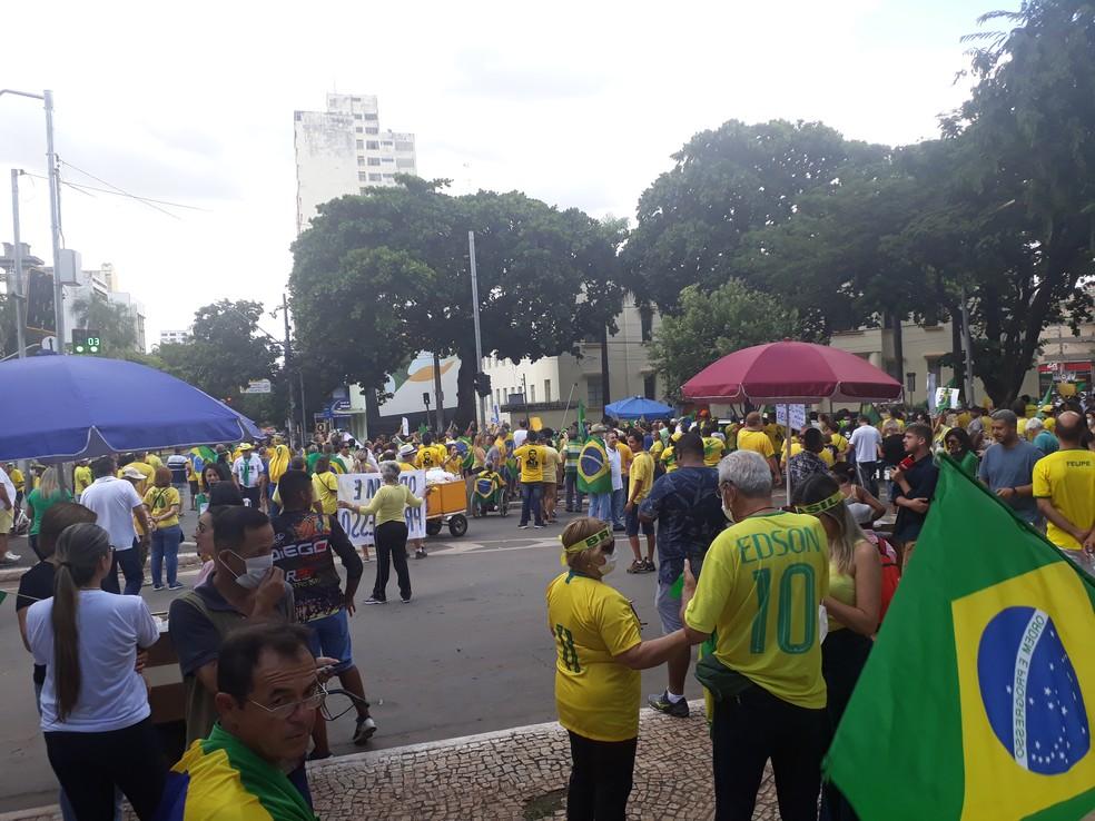 Protesto pró-governo em Goiânia neste domingo (15) — Foto: Rafael Oliveira/G1 Goiás