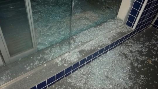 Polícia prende homem suspeito de tentar furtar banco em Marília