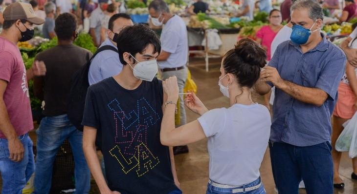 Vacina contra o coronavírus será aplicada em feira do centro de Palmas nesta terça (26)