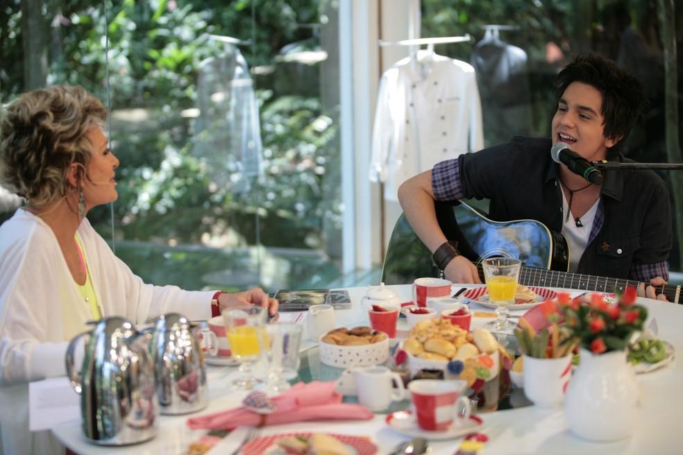 No 'Mais Você', Luan cantou e encantou (Foto: Marcio Nunes/Globo)