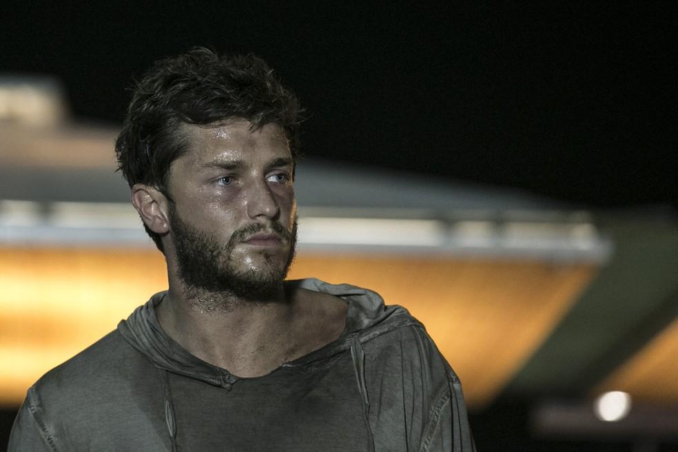 Leonardo (Klebber Toledo) vai viver com mendigos em 'Império' — Foto: Inácio Moraes/Gshow