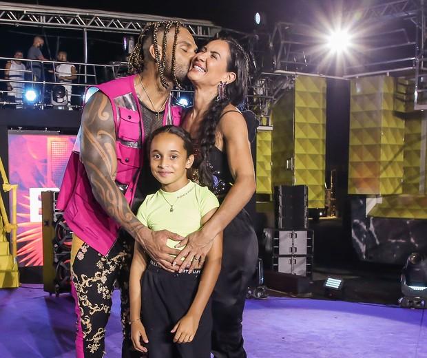 Tony Salles e Scheila Carvalho com a filha, Giulia, e Carla Perez com a filha, Camilly Victória (Foto: Manuela Scarpa/Brazil News)