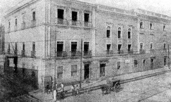 """Prédio onde funcionou a """"Cadeia Velha"""", antes de ser derrubado e dar lugar ao Palácio Tiradantes (Foto: Reprodução)"""