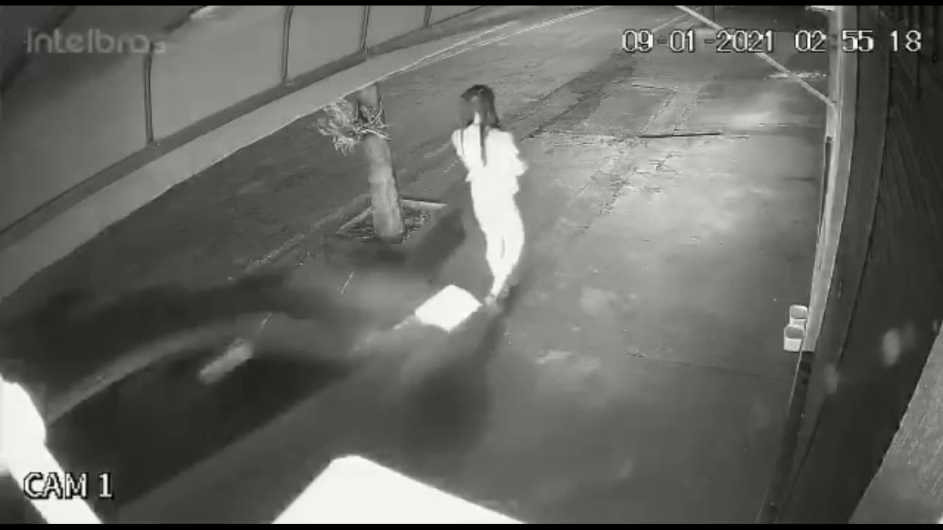 Motorista que atropelou jovem em calçada, em Cambé, diz à polícia que não viu a vítima