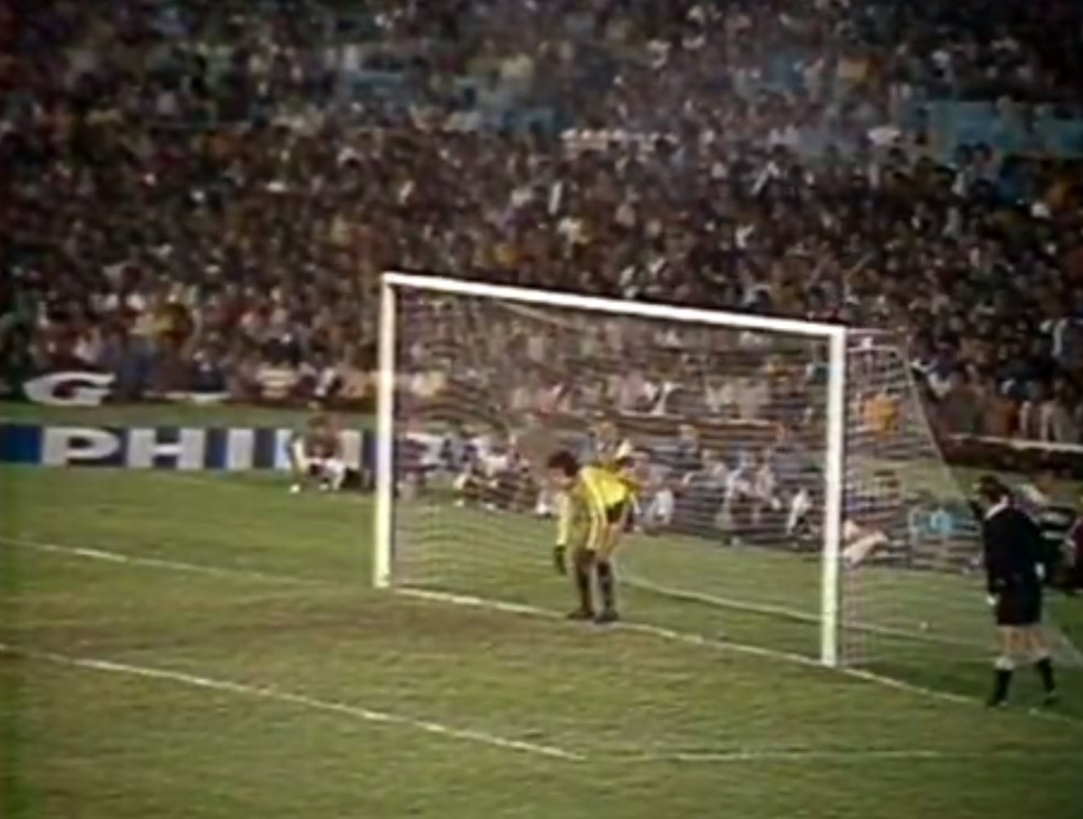 Mazaropi era o goleiro do Vasco em 1977, última final de turno conquistada pelo clube sobre o Flamengo — Foto: Reprodução