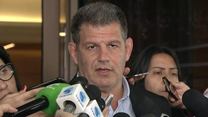 Presidente do PSL em frente ao Hospital Albert Einstein — Foto: Reprodução/TV Globo