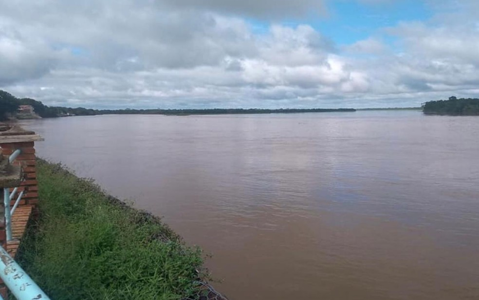 Rio Araguaia cheio em Aruanã, Goiás — Foto: Divulgação/Corpo de Bombeiros