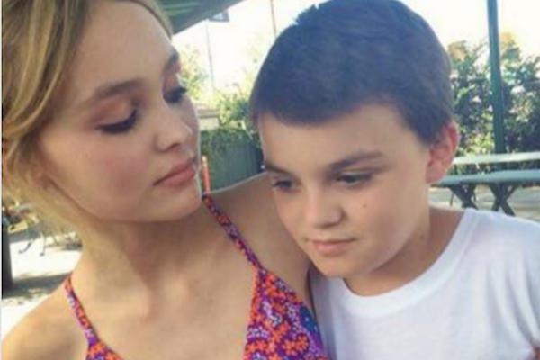 Os dois filhos de Johnny Depp e Vanessa Paradis, Jack e Lily-Rose (Foto: Instagram)