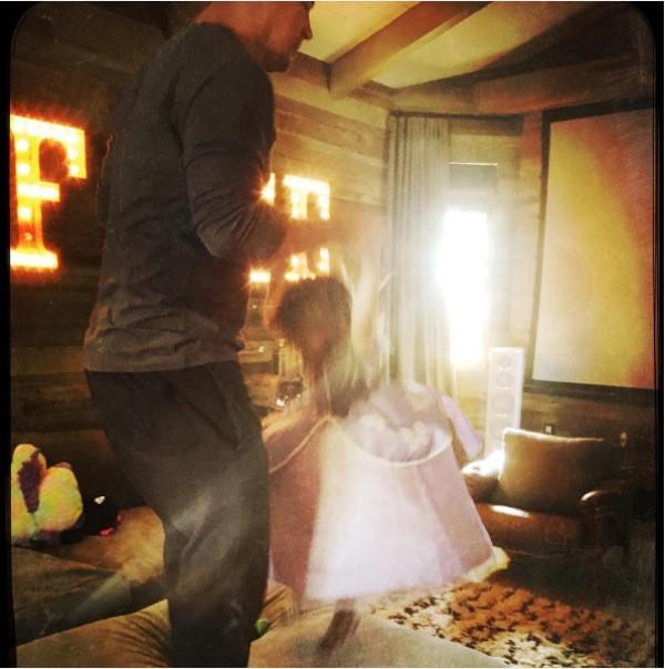 O ator Channing Tatum brinca com a filha (Foto: Instagram)