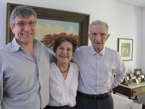 Plínio de Arruda Sampaio, 83, ao lado da mulher Marieta e do filho Francisco, feita em março de 2014 (Foto: Rosanne D'Agostino/G1)
