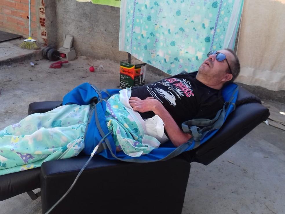 João aproveita o ambiente externo para descansar — Foto: Arquivo pessoal