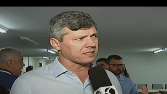 Em Carmo do Paranaíba, ministro dos Transportes autoriza restauração de trecho da BR-354