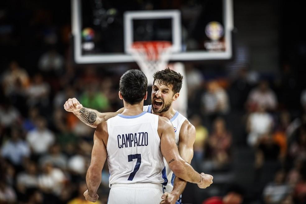 Campazzo e Laprovittola jogaram muito na classificação argentina — Foto: Divulgação/FIBA