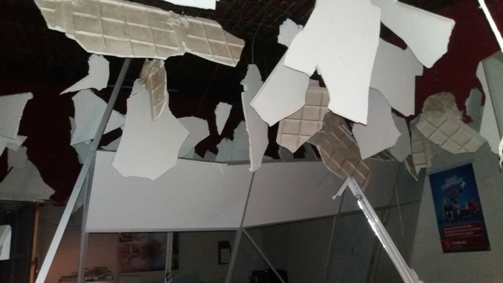 Agência do Bradesco ficou destruída. (Foto: Cedida)