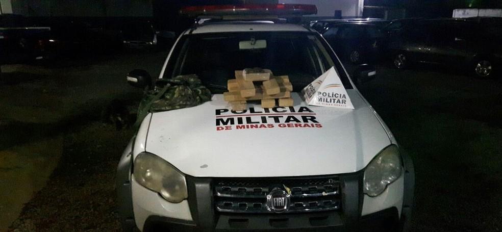 Droga foi apreendida em Itaúna na madrugada desta quarta-feira (29) (Foto: Polícia Militar)