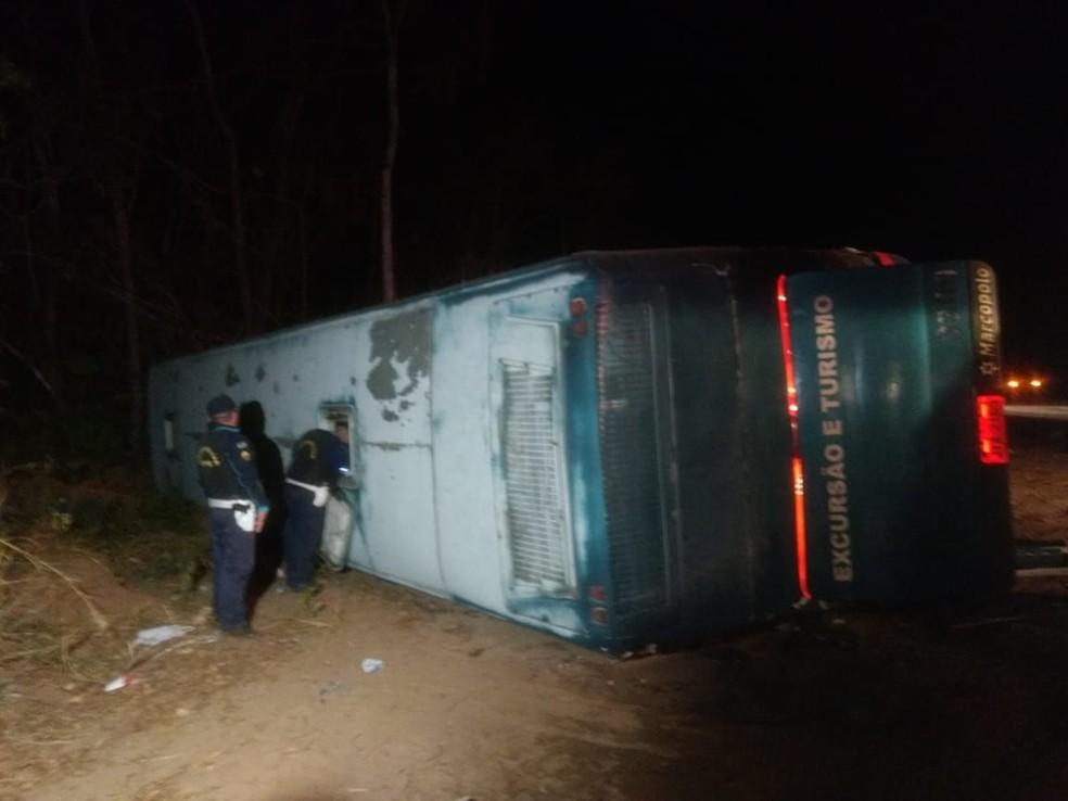Acidente na CE-292 deixa, pelo menos, dois mortos e outros feridos. (Foto: Lorena Tavares/TV Verdes Mares)