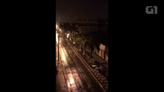 Ladrões explodem caixas eletrônicos de três bancos e metralham sede da PM em Palmeira; VÍDEO