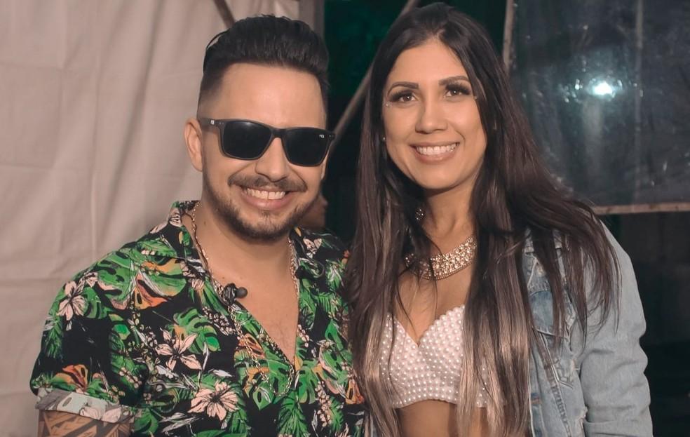 Cantor sertanejo Kleber Oliveira, vítima da Covid-19, ao lado da esposa Vanda Rios — Foto: Reprodução/Redes Sociais