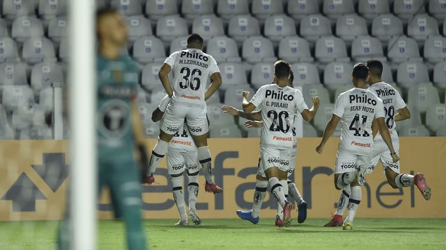 Santos goleou The Strongest com facilidade
