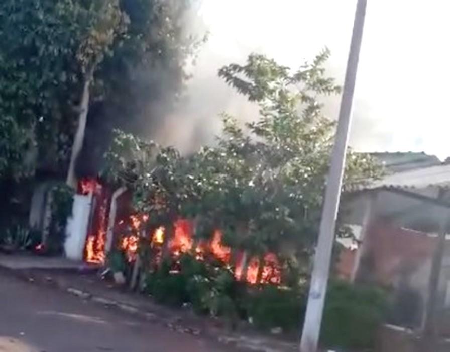 Homem é resgatado com queimadura de casa em chamas em Ourinhos