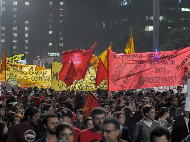 Na Avenida Paulista, em São Paulo, manifestantes seguem no sétimo dia de protestos do Movimento Passe Livre