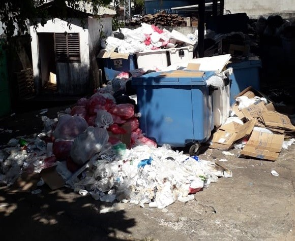 Sujeira e acúmulo de lixo revoltam usuários dos maiores hospitais de Macapá e Santana - Notícias - Plantão Diário
