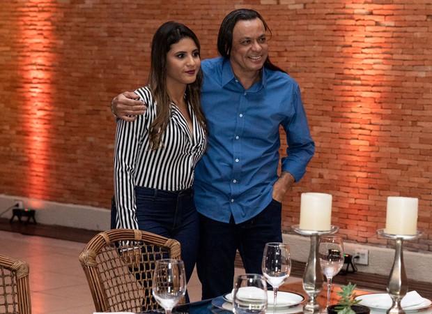 Frank Aguiar e a noiva, Carol Santos (Foto: Elias Aftim)