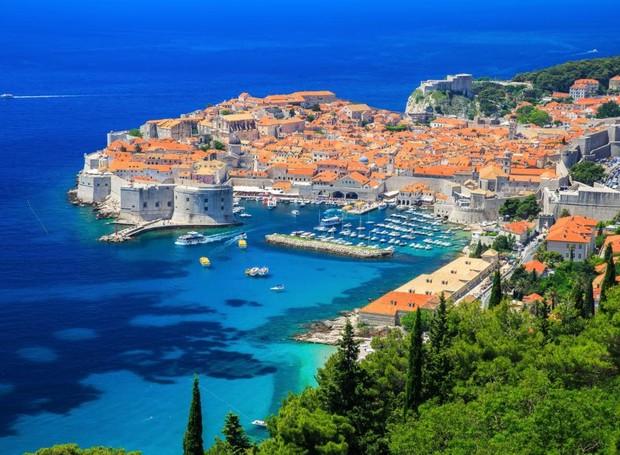 O mar completa a paisagem história de Dubrovnik (Foto: Telegraph/ Reprodução)