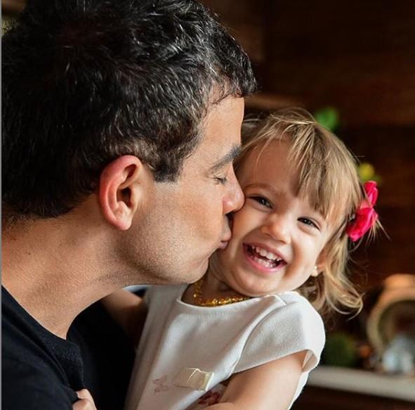 Anderson Di Rizzi e a filha Helena (Foto: Reprodução Instagram)
