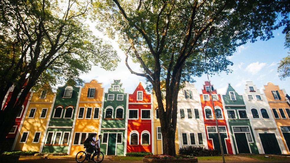 Fachadas coloridas, arquitetura e gastronomia típicas são alguns dos principais atrativos da Capital Nacional das Flores (Foto: Alexandre Pottes Macedo)